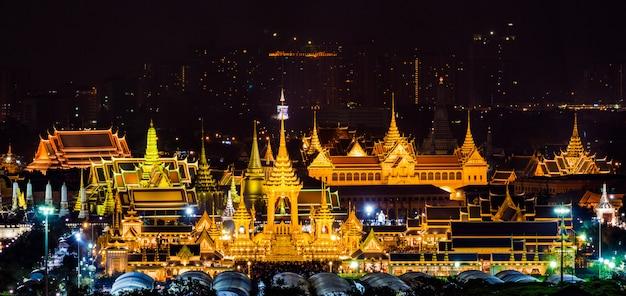 Il rogo funebre reale del re bhumibol adulyadej a sanam luang bangkok, tailandia