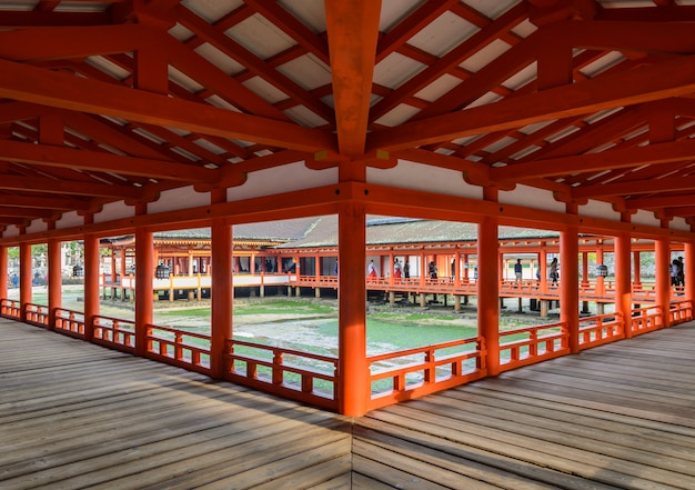 Il santuario galleggiante sul mare, santuario di itsukushima a miyajima, in giappone