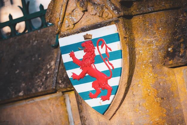 Il simbolo del leone rosso della bandiera lussemburghese