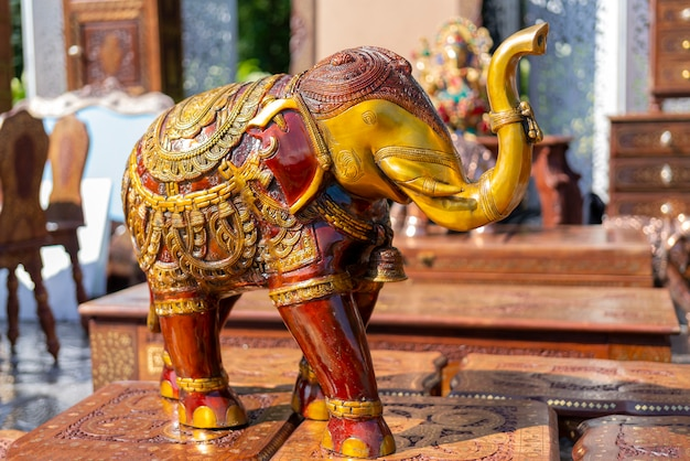 Il souvenir tradizionale dell'india è la figura di un elefante.