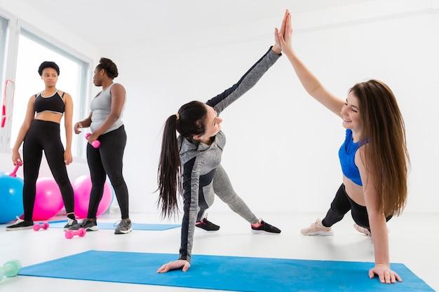 Il team di fitness lavora per una posizione