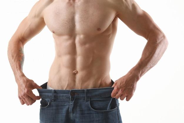 Il tema dimagrante uomo piegato atletico è stampa e fitness molto forti