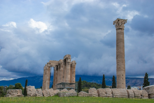 Il tempio o l'olympieion o le colonne di zeus olimpio