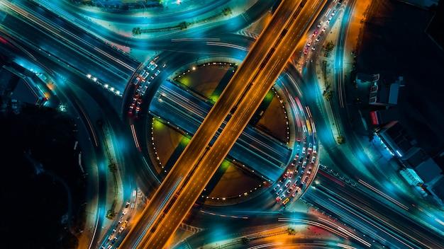 Il traffico stradale un'importante infrastruttura in tailandia