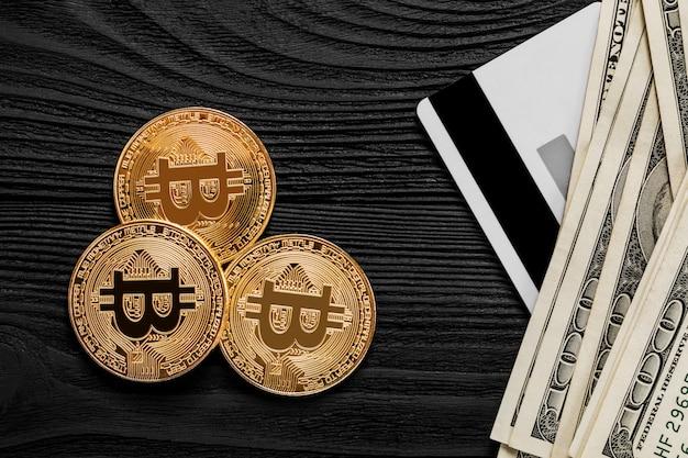 Il trasferimento del dollaro dal portafoglio al bitcoin sullo smartphone. blockchain.