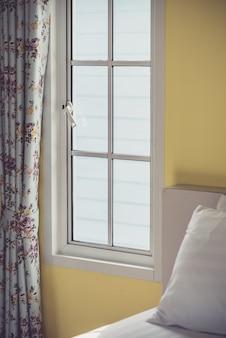 Illuminazione della finestra della camera da letto