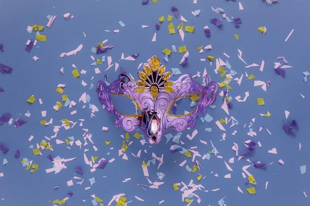 Immagine aerea di vista superiore del tavolo di bello puntello della cabina della foto per il concetto del fondo di carnevale del partito.