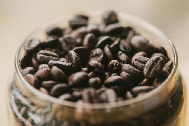 Immagine arrostita dei chicchi di caffè per la decorazione interna del caffè di arte di fotografia