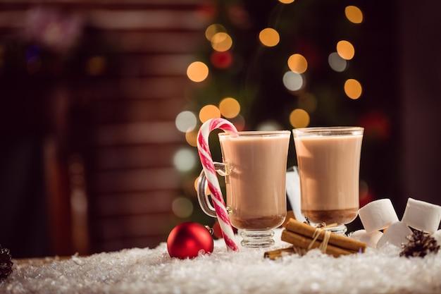 Immagine composita di cioccolatini caldi
