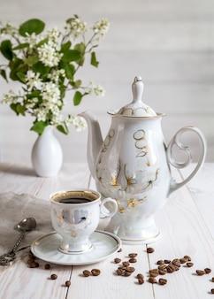 Immagine con una tazza di caffè