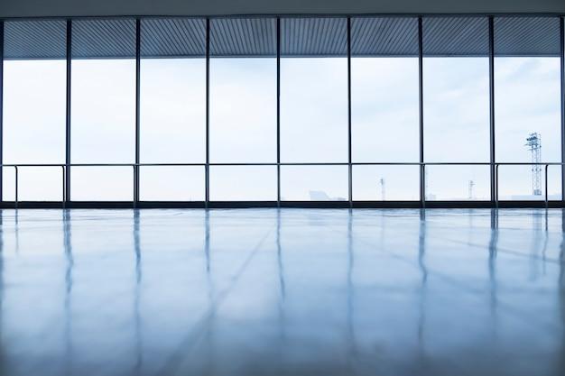 Immagine di finestre in morden edificio per uffici