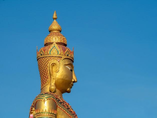 Immagine di scultura di buddha, asalha puja day