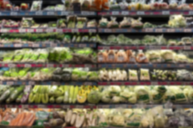 Immagine di sfocatura per lo sfondo del supermercato, sezione di frutta e verdura fresca minimart