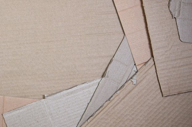 Immagine di sfondo con un sacco di carta di cartone beige, che viene utilizzato per fare scatole per il trasporto di elettrodomestici e pacchi postali. trama di cartone