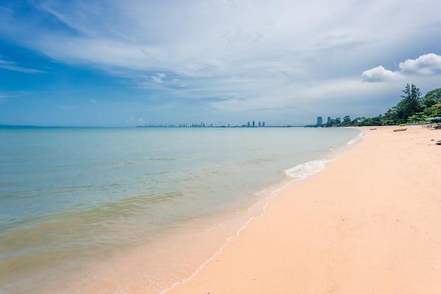 Immagine di sfondo del mare e della bellissima spiaggia.