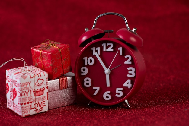 Immagine di sfondo rosso e scatola regalo concetto di san valentino