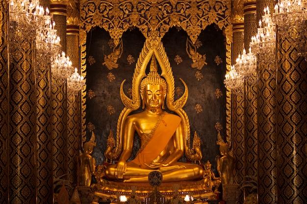 Immagine dorata di phits buddha chinnarat wat pra sri rattana mahathat temple phitsanulok thailand