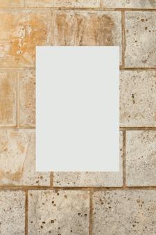 Immagine in bianco su un muro di cemento
