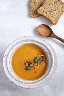 Immagine minima - vista superiore del piatto di minestra di zucca