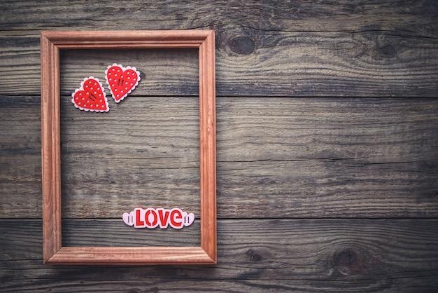 Immagine per san valentino con cornice e cuori