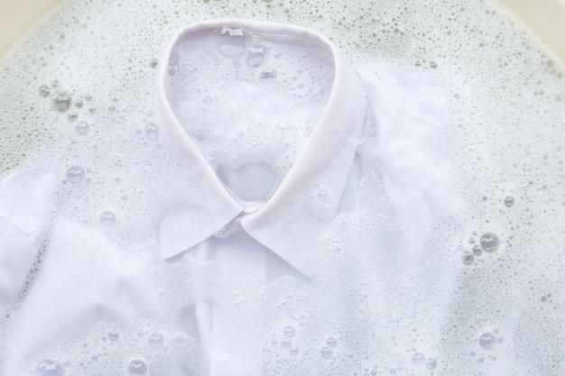Immergi il panno prima di lavarlo