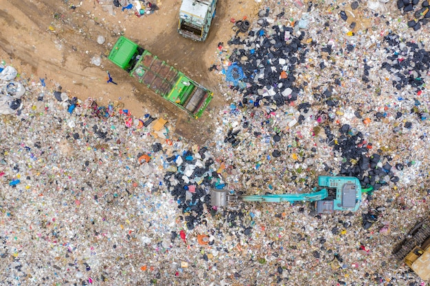 Immondizia o rifiuti montagna o discarica