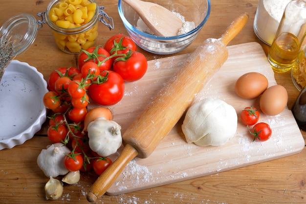 Impasto e ingredienti per la pizza