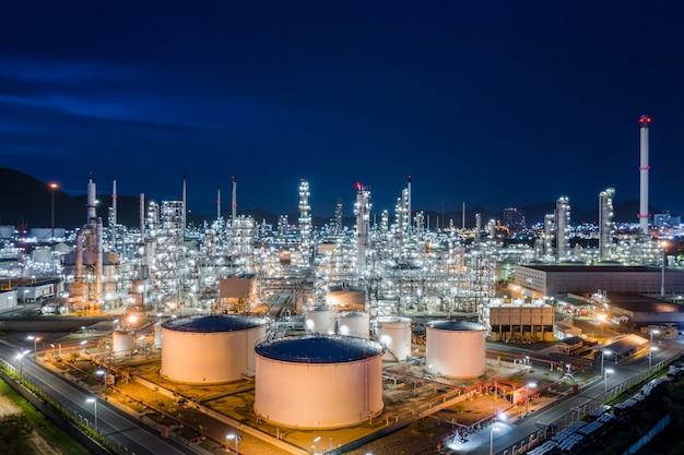 Impianti di produzione e stoccaggio di raffinerie di petrolio e gas per la vendita e l'esportazione di spedizioni internazionali trasporto spaventato in mare aperto