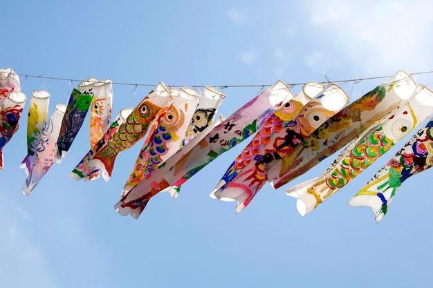 Impiccagione giapponese della carpa di koi nobori. bandiera dei pesci koi.