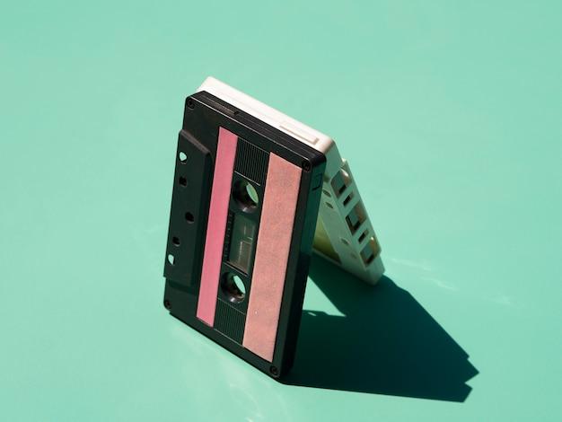 Impilare le cassette alla luce con le ombre