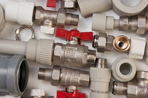 Impostare i raccordi idraulici