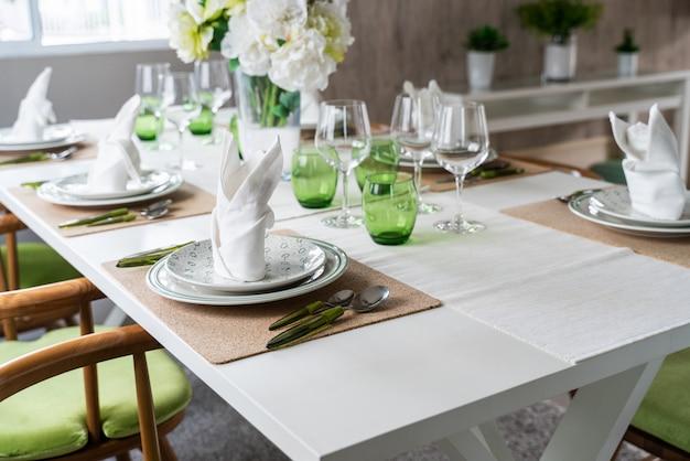 Impostare il tavolo da pranzo in casa