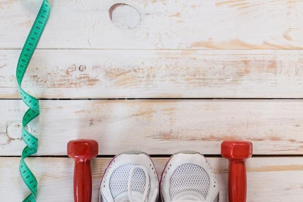 Impostare per attività sportive sul pavimento piastrellato.
