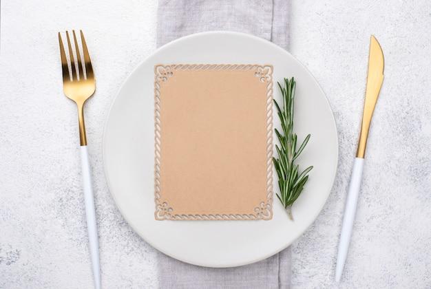 Impostazione del tavolo piatto