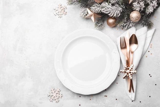 Impostazione della tavola di natale o capodanno