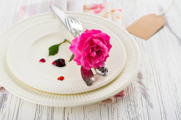 Impostazione della tavola di san valentino