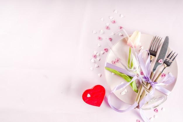 Impostazione della tavola per san valentino
