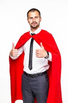 Imprenditore vestito come un supereroe con il pollice in alto isolato su sfondo bianco