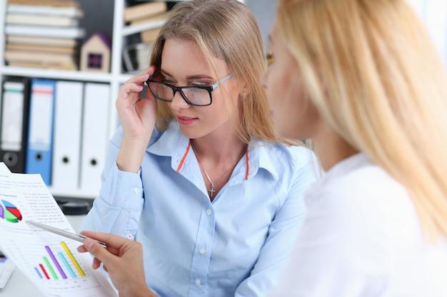 Imprenditrice nel corso di una riunione