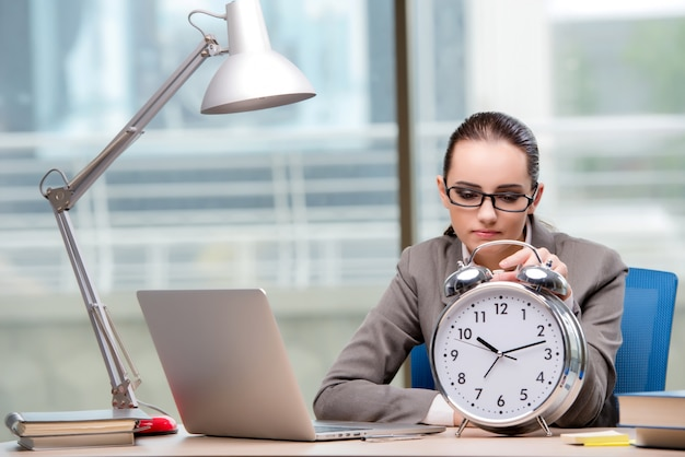 Imprenditrice non riuscendo a rispettare le scadenze impegnative