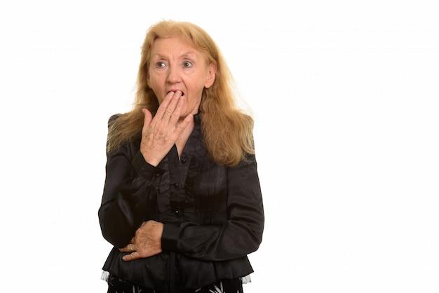 Imprenditrice senior alla ricerca scioccata