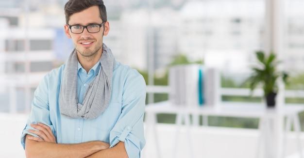 Impresa di lavori occhiali maschio muro di mattoni