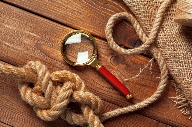In legno con decorazioni nautiche