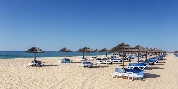 Incredibile spiaggia sull'isola di tavira. algarve portogallo