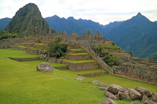 Incredibili antiche inca strutture all'interno di machu picchu, sito del patrimonio mondiale dell'unesco del perù