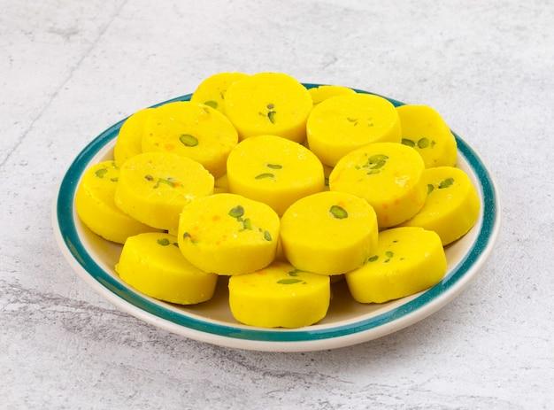 Indiano dolce cibo kesar peda