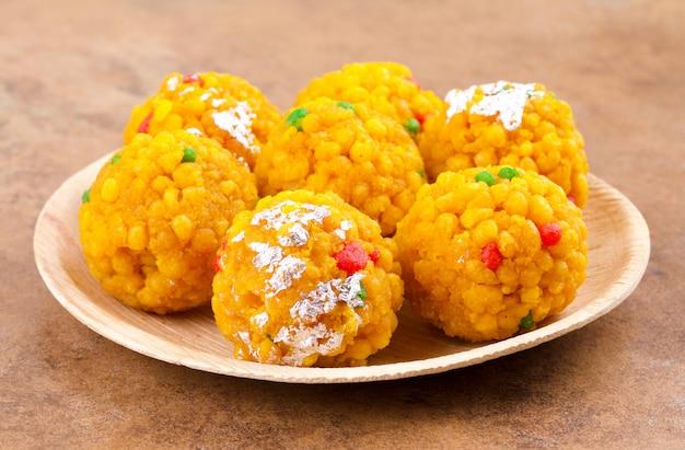 Indiano dolce cibo laddu