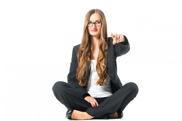 Indicare sicuro di sé giovane della donna di affari