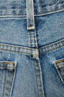 Indietro del primo piano dei jeans