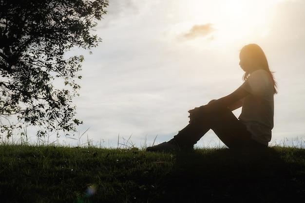 Infelice spazio tristezza femminile frustrazione solitario